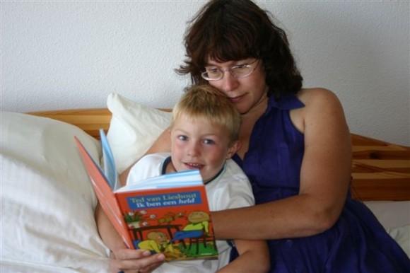 Ik ben een held gelezen door moeder Karina Ahles en zoon Denneth